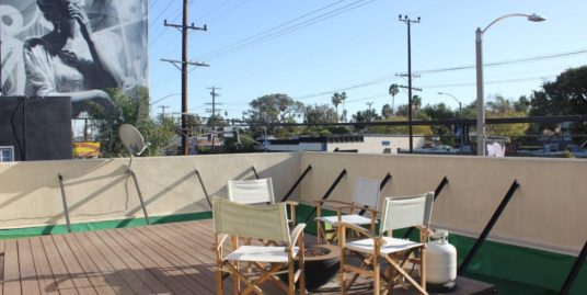 Venice 2 Bedroom – Great Location – Includes Parking!